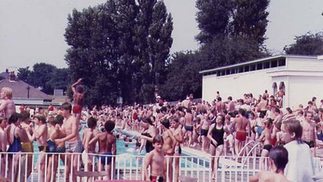 A very busy Broomhill pool in Ipswich