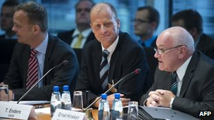 Tom Enders (centre) at the Economy Committee hearing
