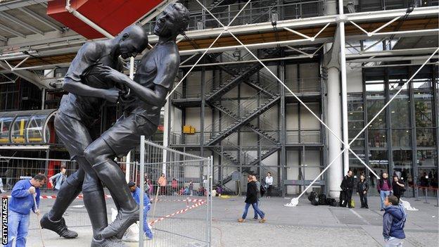 Zinedine Zidane statue