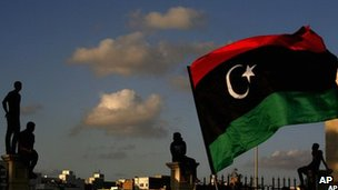 Libyans watch the protest against Ansar al-Sharia Brigades and other Islamic militias in Benghazi on 21 Sept 2012