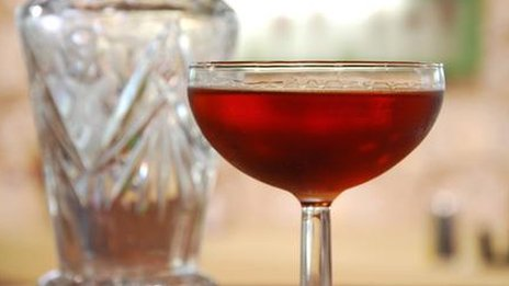Gin and martini cocktail