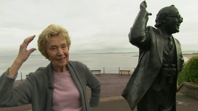 Joan Morecambe with Eric's statue
