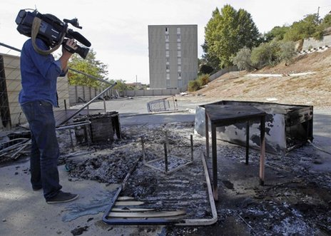 Vigilantes burn French Roma camp