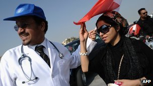 Bahraini surgeons Ali al-Ekri (L) and Nada Dhaif attend a demonstration (21 December 2011)