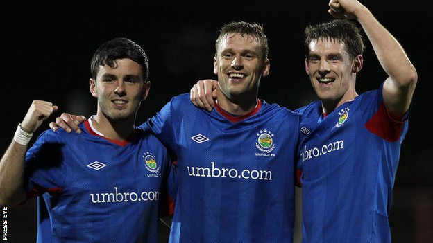 Brian McCaul, Peter Thompson and Daryl Fordyce got Linfield&#039;s goals against Glentoran