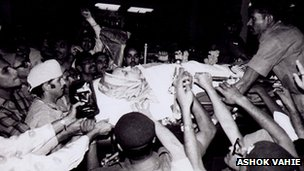 File picture of body of Indira Gandhi being taken for cremation in 1984