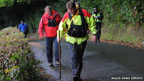 Volunteers join the search for April Jones