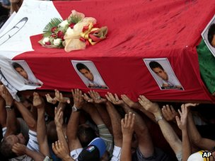 Mourners carry the coffin of Ali Ahmed Mushaima (2 October 2012)