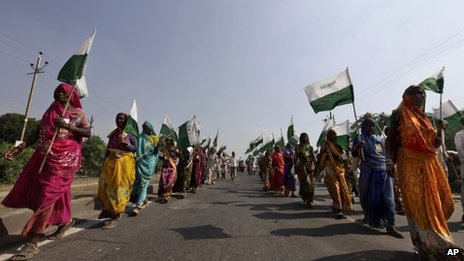 Landless, poor farmers and tribals march from Gwalior to Delhi on 3 October 2012