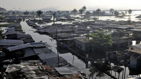Houses submerged in floodwaters in Idah, in Nigeria&#039;s central state of Kogi, 27 September 2012 