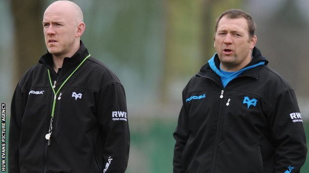 Jonathan Humphreys (right) with Ospreys head coach Steve Tandy