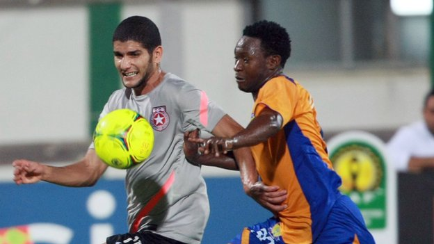 Sunshine Stars forward Osawe Alaba (right) battles with Etoile du Sahel striker Mossab Sassi