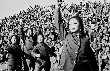 Female workers perform a ballet criticising Confucius's works in 1974