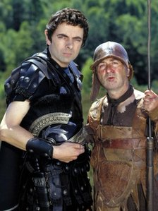ROWAN ATKINSON as Blackaddercus and TONY ROBINSON as Baldrickus in Blackadder: Back and Forth