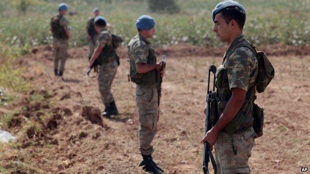 Turkish commandos stand near the Turkey-Syria border in Akcakale, Turkey, 4 October 2012