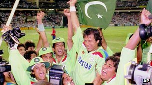 Pakistan cricket team win the 1992 World cup, holding captain Imran Khan aloft