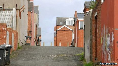 Holylands alley