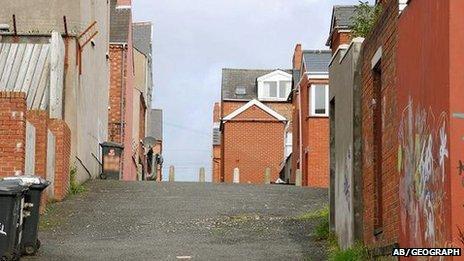 Holylands alley