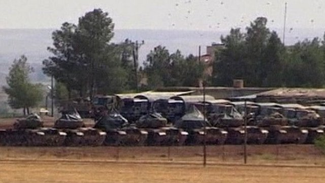 Turkish tanks lined up near Syrian border