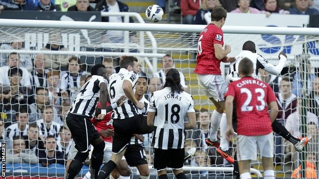 Jonny Evans scores for Manchester United