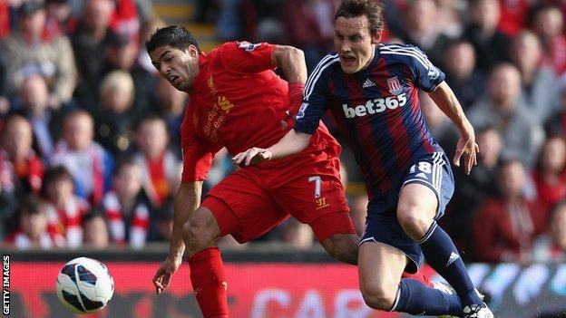 Luis Suarez (left) and Dean Whitehead