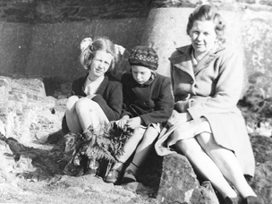 Frances Worsley with her sister Anne, and mother, who died in 1956