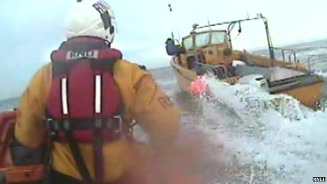 RNLI rescues fishing boat