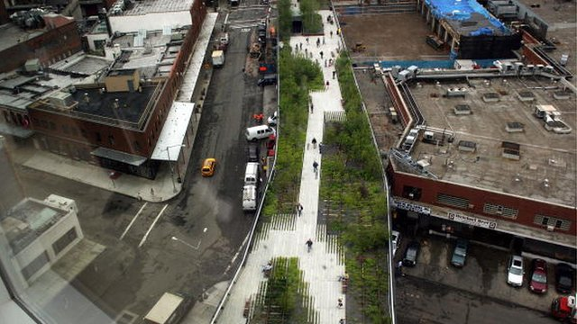 "Millions stroll in New York's ""park in the sky"""