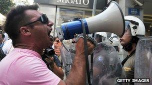 Protesting Greek shipyard worker