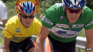 Armstrong leads Hamilton, in yellow, on the Criterium du Dauphine, June 2000