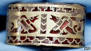 Anglo-Saxon gold pommel cap
