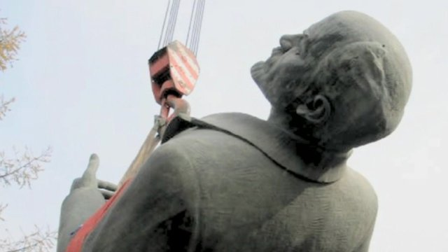 Lenin statue dangling from crane