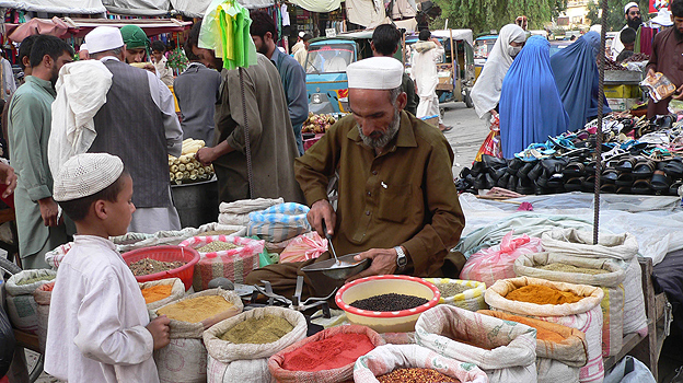 Market scene in Jalalabad