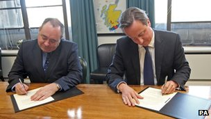 Alex Salmond and David Cameron sign the agreement allowing Scots to hold a vote on independence