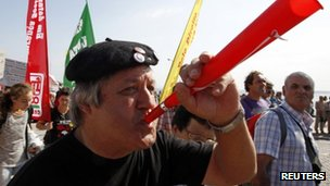 Man blows horn in Lisbon protest