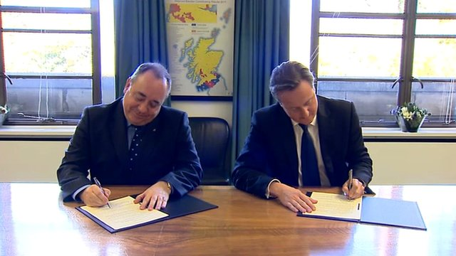 First Minister Alex Salmond and Prime Minister David Cameron sign the Edinburgh Agreement
