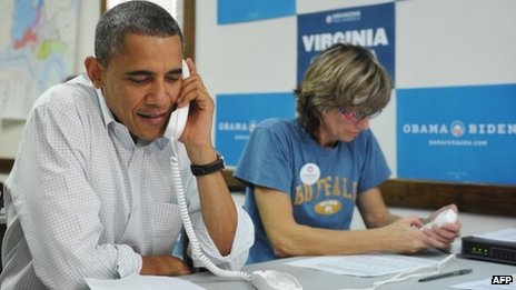 Barack Obama makes phone calls with volunteers in Williamsburg, Virginia 14 October 2012