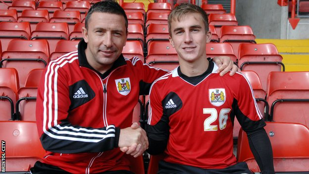 Joe Bryan (right) with former Bristol City boss Derek McInnes