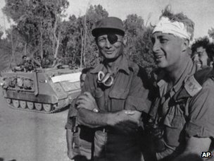Moshe Dayan and Ariel Sharon on the west bank of the Suez Canal (18 October 1973)