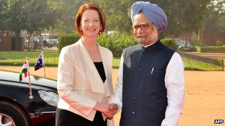 Indian Prime Minister Manmohan Singh (R) shakes hands with Australian Prime Minister Julia Gillard at the presidential palace at Rashtrapati Bhavan, in New Delhi on October 17, 2012.
