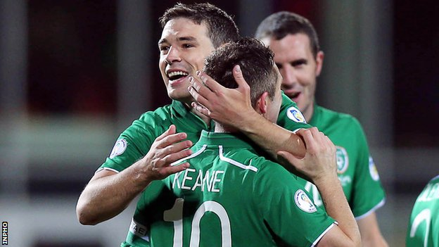 Darren O'Dea celebrates with Robbie Keane after the Republic's second goal in Torshavn