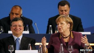 German Chancellor Angela Merkel with EU Commission President Jose Manuel Barroso in Bucharest  (17 Oct 2012)