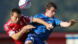 Gavin Rae of Aberdeen and Aaron Doran of Inverness Caledonian Thistle