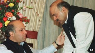 Nawaz Sharif (left) and Shahzab Sharif in 1997