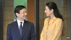 Japanese Crown Princess Masako (R) and her husband Crown Prince Naruhito, Tokyo (18 Oct 2012)