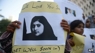 Pakistani demonstrators carry photographs of Malala Yousafzai in Karachi (October 2012)