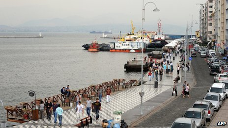 (File photo 2009) Pedestrians walking along Kordon Street in Izmir