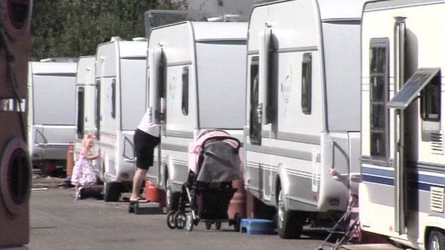 Caravans illegally parked on the lane leading to Dale Farm