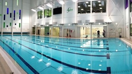 Wakefield 39 S 10m Swimming Pool Opens In Sun Lane Bbc News