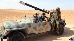 Pro-government forces near Bani Walid. Photo: 21 October 2012